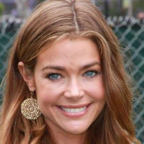 Actriz denise richards adopta a una ni a for Denise richards home decor