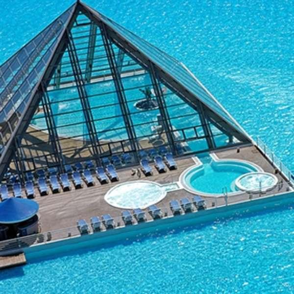 piscina de lujo 1 km de largo y 35 metros de profundidad On piscina 1 km