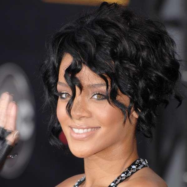 cantora rihanna usa creme de r 82 para manter pele jovem