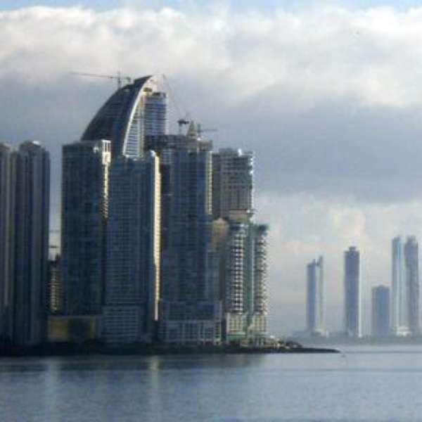 Rascacielos transforman ciudad de panam en el dubai latino for Edificio movil en dubai