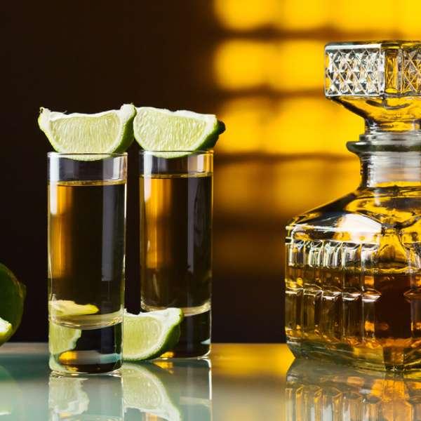 http://p2.trrsf.com/image/fget/cf/600/600/images.terra.com/2013/06/18/tequila.jpg