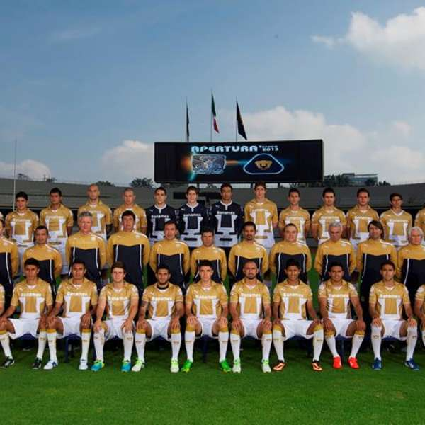 Pumas se toma foto oficial en estadio ol mpico universitario for Puerta 5b estadio universitario