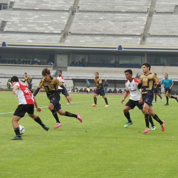 Liga mx mart n bravo marca doblete en empate de pumas con for Puerta 9b estadio universitario