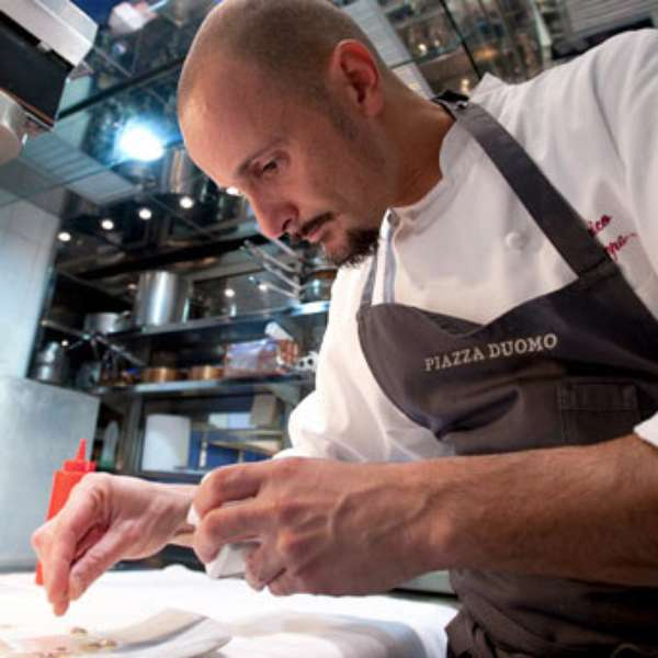 Chefs italianos famosos enrico crippa chef de piazza duomo for Chefs famosos mexicanos