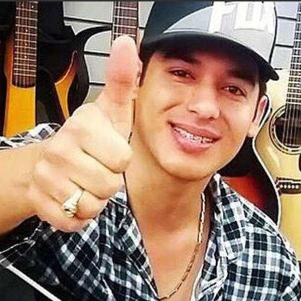 Muere el cantante ariel camacho en accidente automovil stico for Cuarto integrante de los plebes del rancho