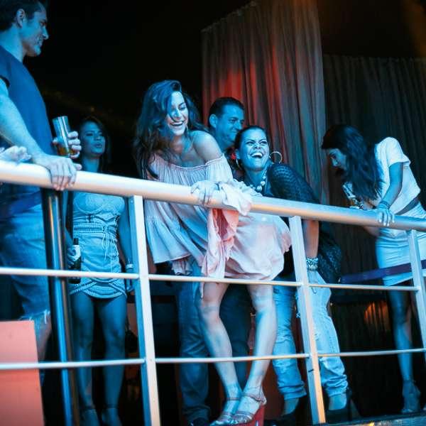 Thaila ayala curte show de ludmilla no rio de janeiro for Miroir club rio de janeiro
