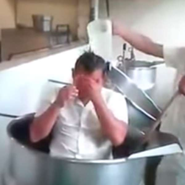 Baño De Tina Para Embarazadas:Olla de cocina de Hospital del IMSS en Puebla usada como tina de baño