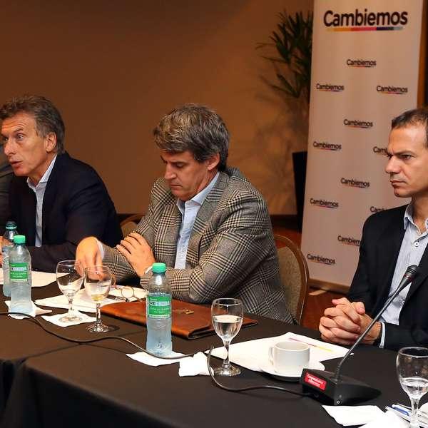 Macri junto a sus economistas present su plan de vivienda for Plan de viviendas macri