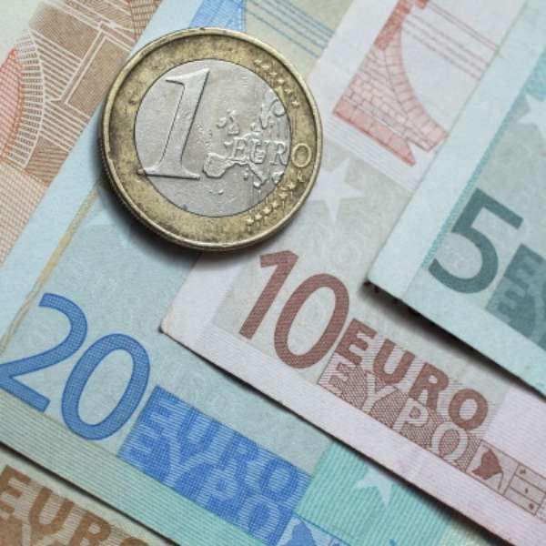 Cómo cambiar de euros a libras esterlinas online