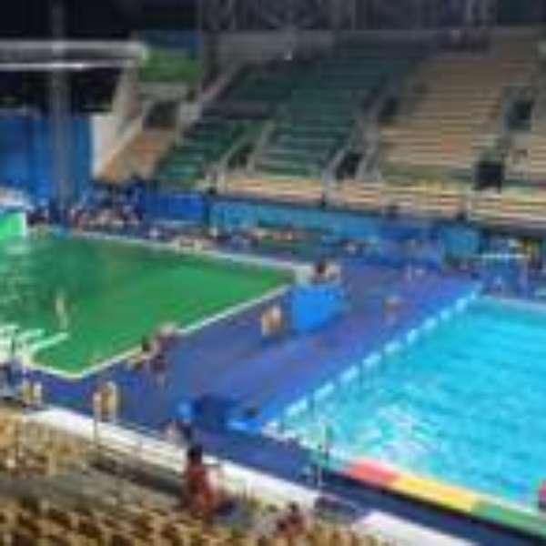 39 parecia que algu m tinha feito xixi 39 piscina com gua for Piscina que pierde agua
