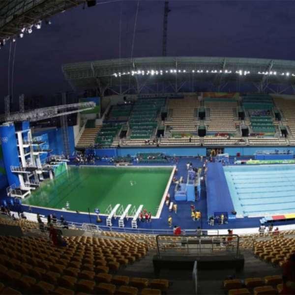 39 gua verde 39 piscinas do maria lenk s o fechadas para for Aclarar agua piscina verde