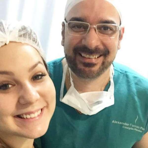 Anestesia depois de operação em aumento em um peito