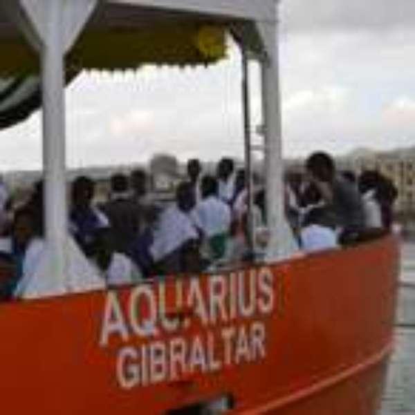 Foram sete horas debaixo de chuva e 551 migrantes resgatados em uma operação de alto risco no mar. A BBC Brasil acompanhou na semana passada,