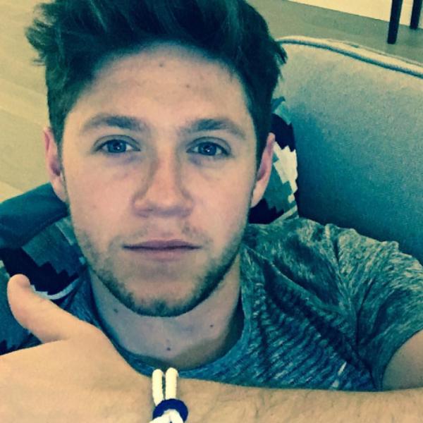 Niall Horan, do One Direction, aparece com novo visual e arranca ...