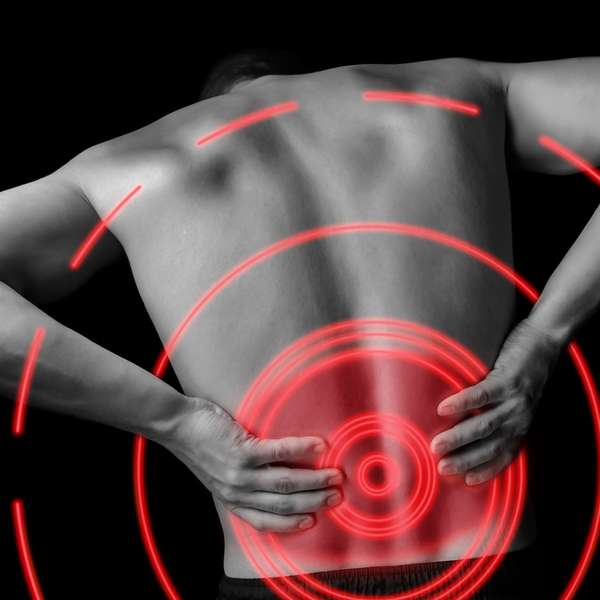 El tratamiento de la hernia medial del disco de la columna vertebral