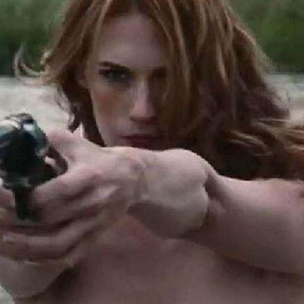 Terra Entretenimento Mes January Jones Hace Topless En El Western