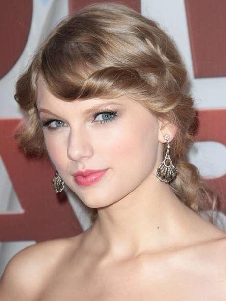 A cantora Taylor Swift não mede esforços para que sua pele permaneça bonita e saudável ao longo dos anos Foto: Shutterstock