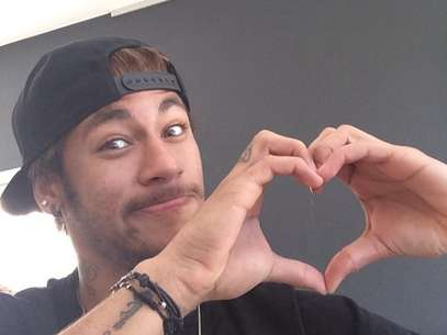 Neymar faz coração com as mãos no Valentine's Day Foto: Instagram / Reprodução