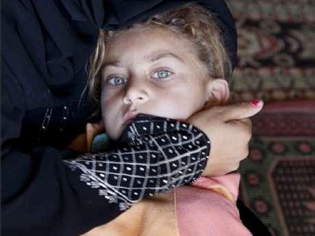 Waffa quase não fala desde que perdeu o pai num bombardeio que também destruiu sua casa Foto: Divulgação