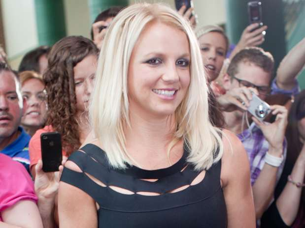 http://p2.trrsf.com/image/fget/cf/67/51/images.terra.com/2012/07/09/britneyspears00.jpg