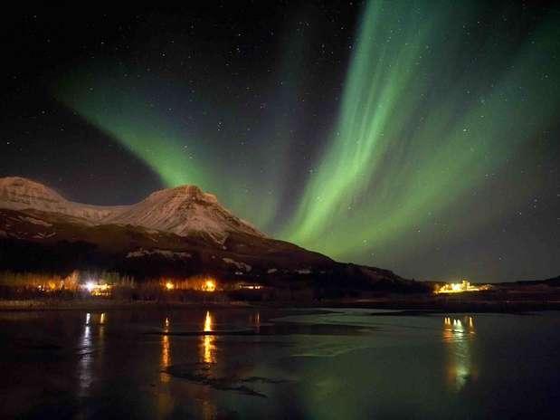 http://p2.trrsf.com/image/fget/cf/67/51/images.terra.com/2012/10/02/1-aurora-borealis.jpg