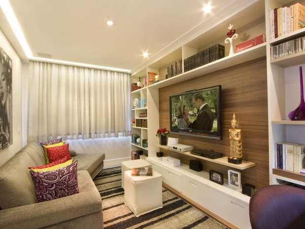 Receba os amigos com conforto em salas pequenas for Como decorar interiores de casas pequenas