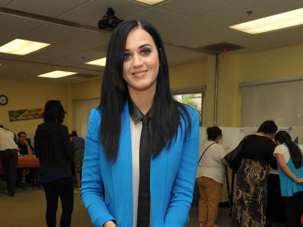 http://p2.trrsf.com/image/fget/cf/67/51/images.terra.com/2012/11/07/katy-perry-vota-por-barack-obama-7.jpg