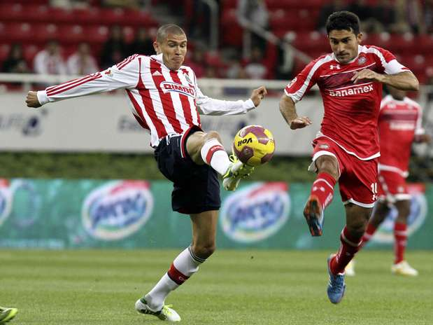 http://p2.trrsf.com/image/fget/cf/67/51/images.terra.com/2012/11/16/1chivas-toluca.jpg
