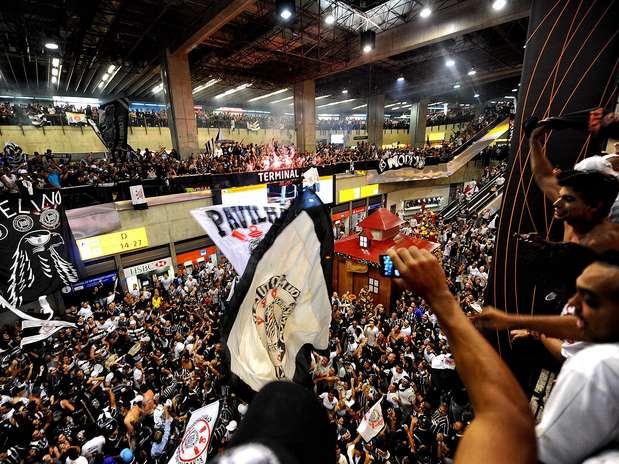 http://p2.trrsf.com/image/fget/cf/67/51/images.terra.com/2012/12/04/03122012embarquecorinthiansjapao0572.JPG