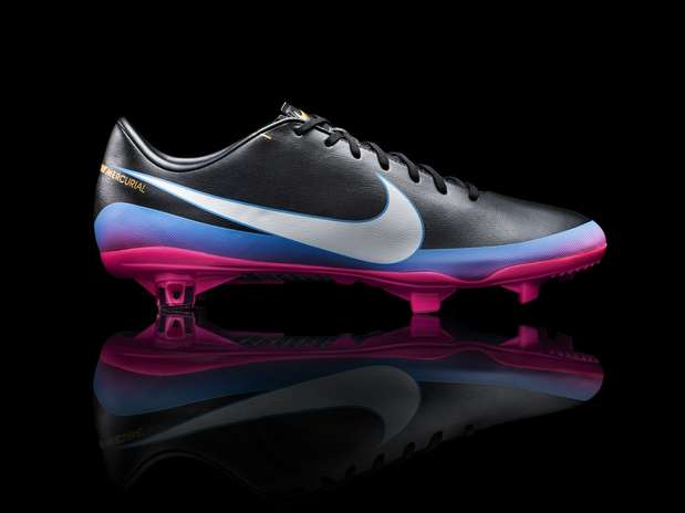 http://p2.trrsf.com/image/fget/cf/67/51/images.terra.com/2012/12/05/nikecr7collectionbootprofiledetail.jpeg