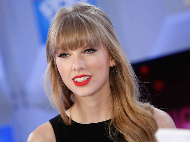 http://p2.trrsf.com/image/fget/cf/67/51/images.terra.com/2012/12/13/taylor-swift-happy-birthday-1.jpg