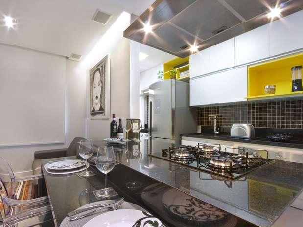 Para decorar este apartamento de 35 m², o arquiteto Gerson Dutra de