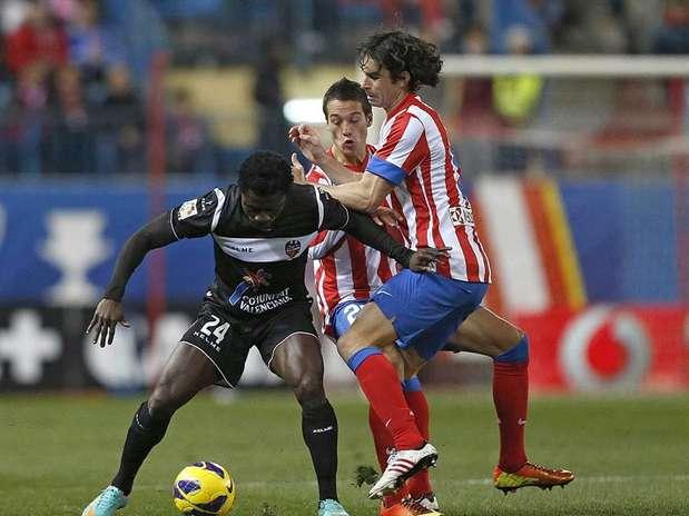 Tiago Mendes podría seguir de baja durante dos semanas más Foto: EFE