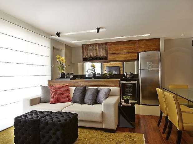 decoracao de sala e cozinha juntas simples:espaço é três em um: integra cozinha, sala de jantar e sala de TV