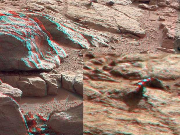 El Robot Curiosity captura un misterioso objeto metálico en Marte Cur1