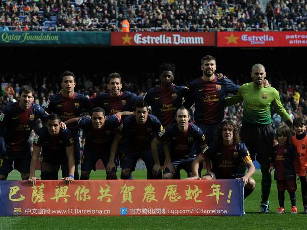 http://p2.trrsf.com/image/fget/cf/67/51/images.terra.com/2013/02/10/barcelona-team-photo-chinese.jpg