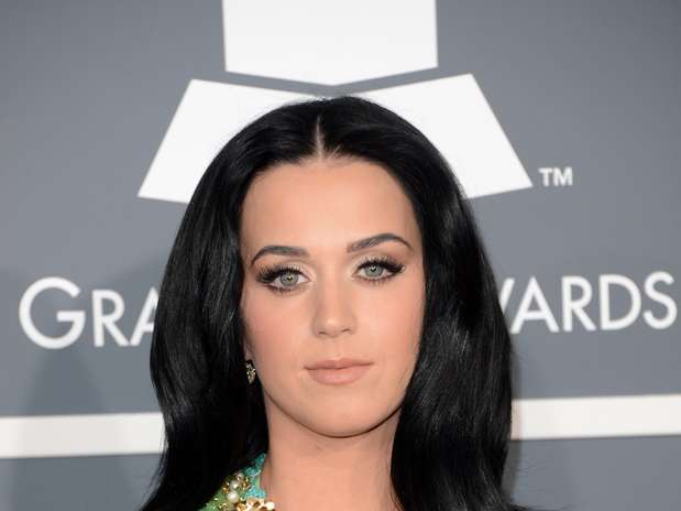 http://p2.trrsf.com/image/fget/cf/67/51/images.terra.com/2013/02/11/katy-perry-boobs-5.jpg