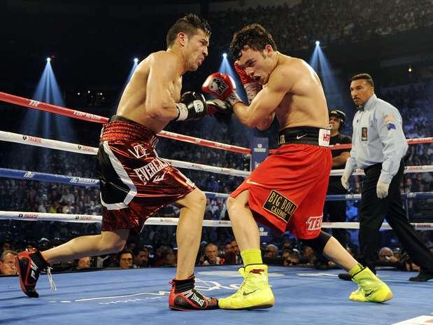 Sergio Martínez ante Julio césar Chávez Jr. en su pelea de septiembre 2012 Foto: Getty images