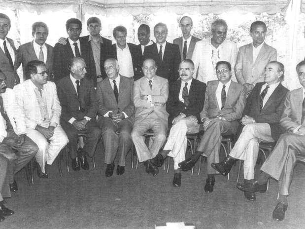 Foto que reuniu governadores eleitos pelo voto direto em 1982, ainda sob regime ditatorial,e personalidades políticas que lideraram o movimento das Diretas Já Foto: Reprodução