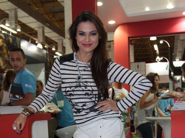 http://p2.trrsf.com/image/fget/cf/67/51/images.terra.com/2013/04/07/laryssadias-2-001.JPG