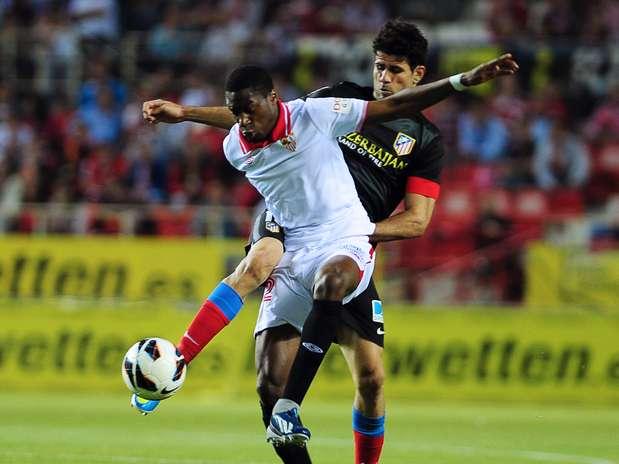 Diego Costa podría llegar a jugar contra el Real Madrid si el Atlético recurre y se le retira la tarjeta Foto: AFP