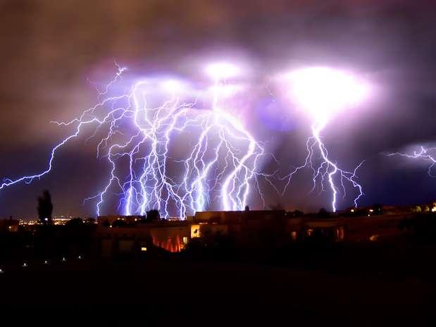 http://p2.trrsf.com/image/fget/cf/67/51/images.terra.com/2013/04/22/dia-terra-tempestade-raios-grosby.jpg