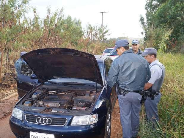 Audi que seria usado em furto de agência bancária no município de Itobi foi encontrado na manhã desta sexta-feira em Casa Branca Foto: Ari Molinari / vc repórter