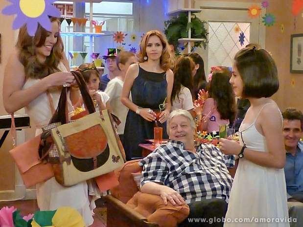 Glauce fica enciumada com a presença de Paloma Foto: TV Globo / Divulgação