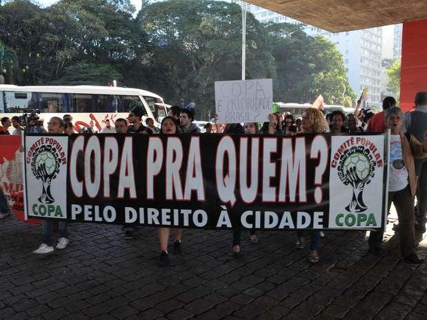 Protesto contra a Copa do Mundo tomou conta da Paulista e teve início no Masp Foto: J. Duran Machfee / Futura Press