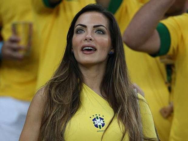 brazil-girl-fan-30.jpg