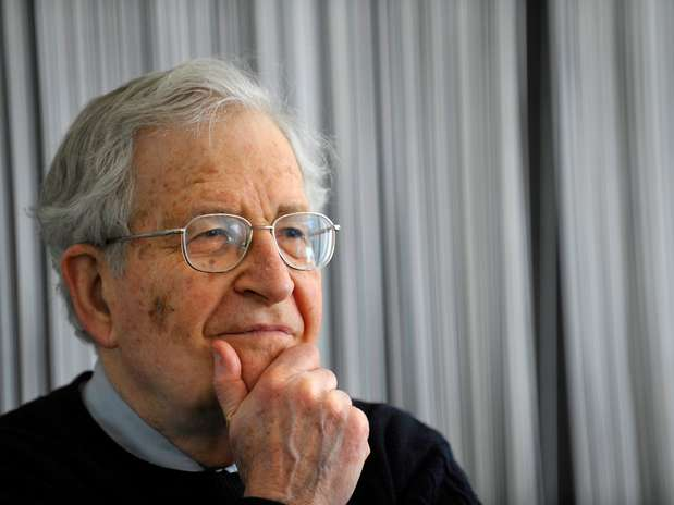 Chomsky plantea dudas sobre los realesbeneficios de la web Foto: AFP