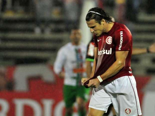 Muito convocado, uruguaio não auxilia marcação; clube espera mercado para negociá-lo Foto: Ricardo Rímoli / Agência Lance