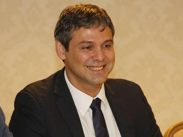 Senador afirmou que convidou o deputado federal Romário para ser seu vice em 2014, mas ainda não obteve resposta Foto: Alex Mendes / Divulgação