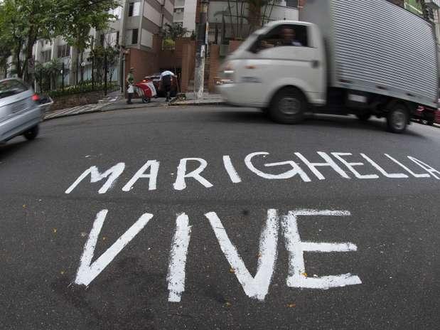 Ato foi feito na alameda Casa Branca, na região da avenida Paulista, para lembrar a data do assassinato do militante Foto: Marcelo Camargo / Agência Brasil